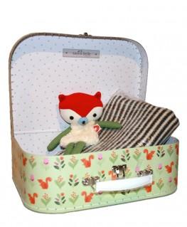 Geschenkidee Geburt Koffer mit Kuscheltier und Decke