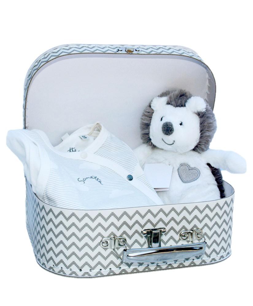 Geschenk für Babys mit Strampler von Sanetta und Plüschtier Igel Herzekind